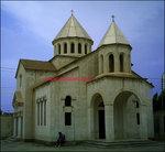 كليساي قاراپت مقدس در شهر آبادان،ديوار به ديوار مسجد مهم و مركزي موسي بن جعفر قرار دارد.obodan.abadan