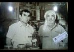 تصویری از مرحوم حاج عبدالعلی جلالی، بنیانگذار ادویه فروشی جلالی به همراه فرزندش، محمد جلالی(همین حاج آقای امروز)این عکس توسط جورج یونانی،قدیمی ترین عکاس آبادان گرفته شده است.abadan.obodan