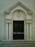 درب ورودی تالار کلیسای ارامنهء آبادان.abadan