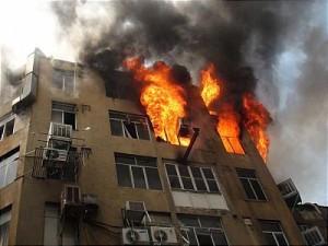 اخبار آبادان,obodan,آتش سوزی,آتش سوزی ساختمان,آتش نشانی آبادان,تلفن آتش نشانی آبادان,