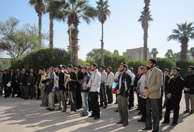 فارغ التحصیلان دانشکده مهندسی نفت آبادان، مشخص شدن وضع استخدام خود را خواستار شدند