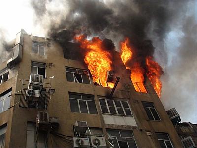 ساختمان مسکونی در آبادان دچار آتش سوزی شد